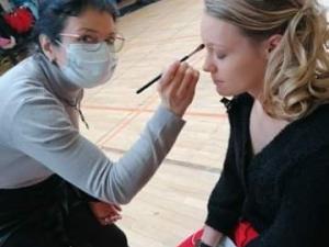 Pendant le maquillage